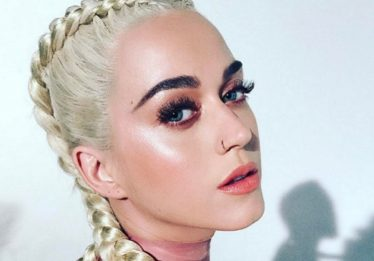 Katy Perry: em newsletter, cantora alimenta boatos de música nova e parceria com Ariana Grande