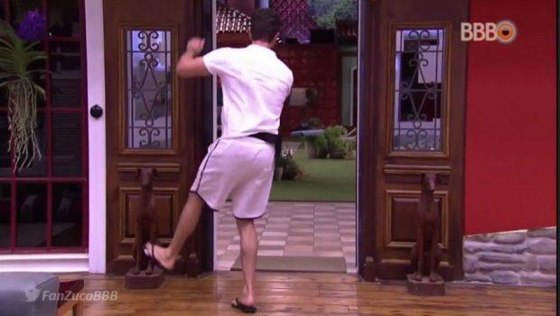 BBB 17: Após falar com Polícia, Marcos sai do Confessionário rindo e dançando