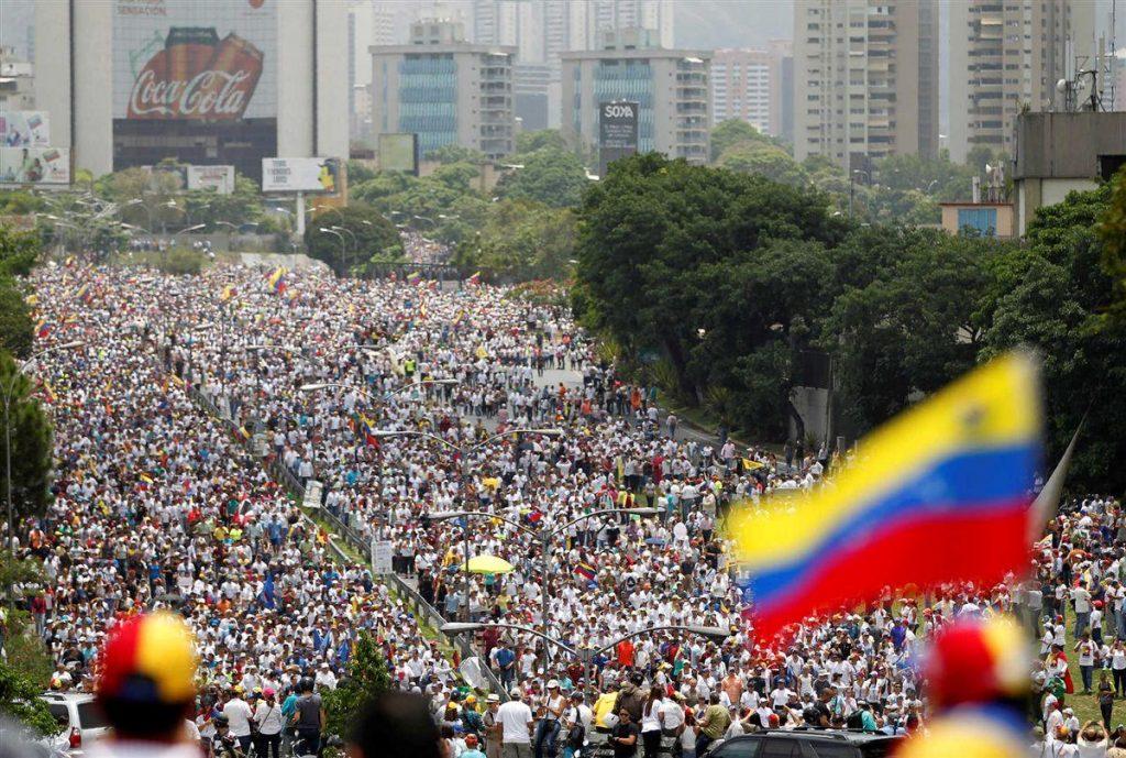 Sobe para 21 o número de mortos em protestos na Venezuela