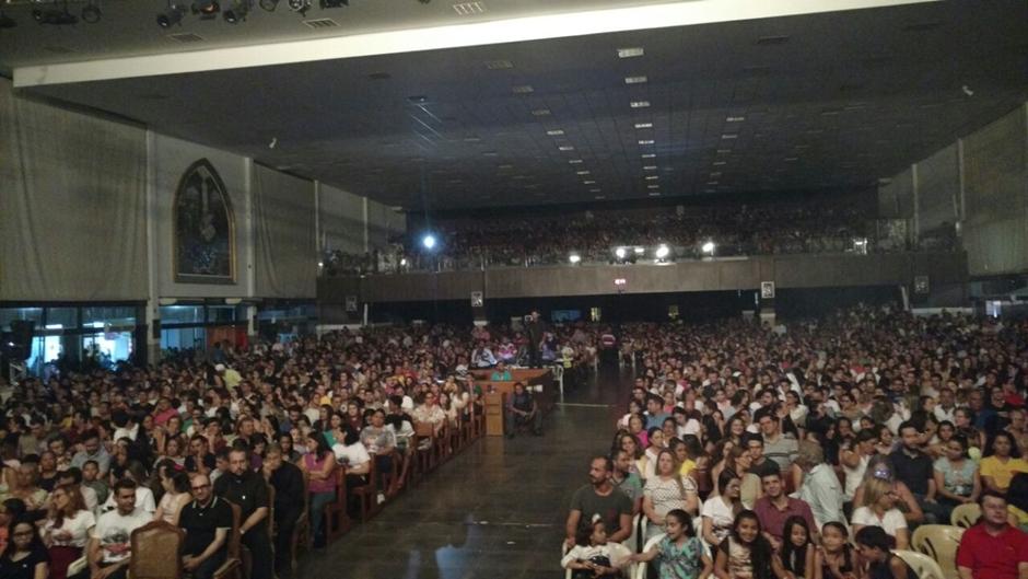 Encenação da Paixão de Cristo reúne 10 mil fiéis no Santuário Sagrada Família