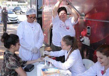 Em dois dias, campanha com universitários coleta 140 bolsas de sangue para o Hemocentro