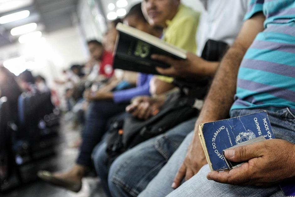 Mais de 8 milhões trabalham em condições piores do que o contratado, diz IBGE