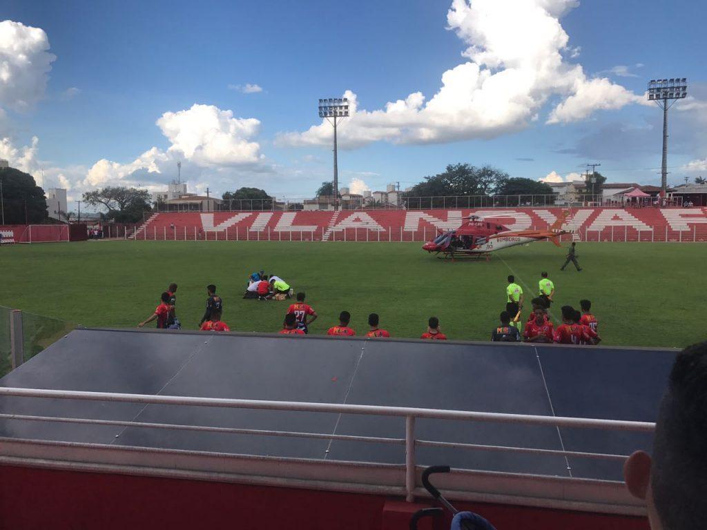 Jogador do Vila Nova fica em estado grave após sofrer acidente durante partida