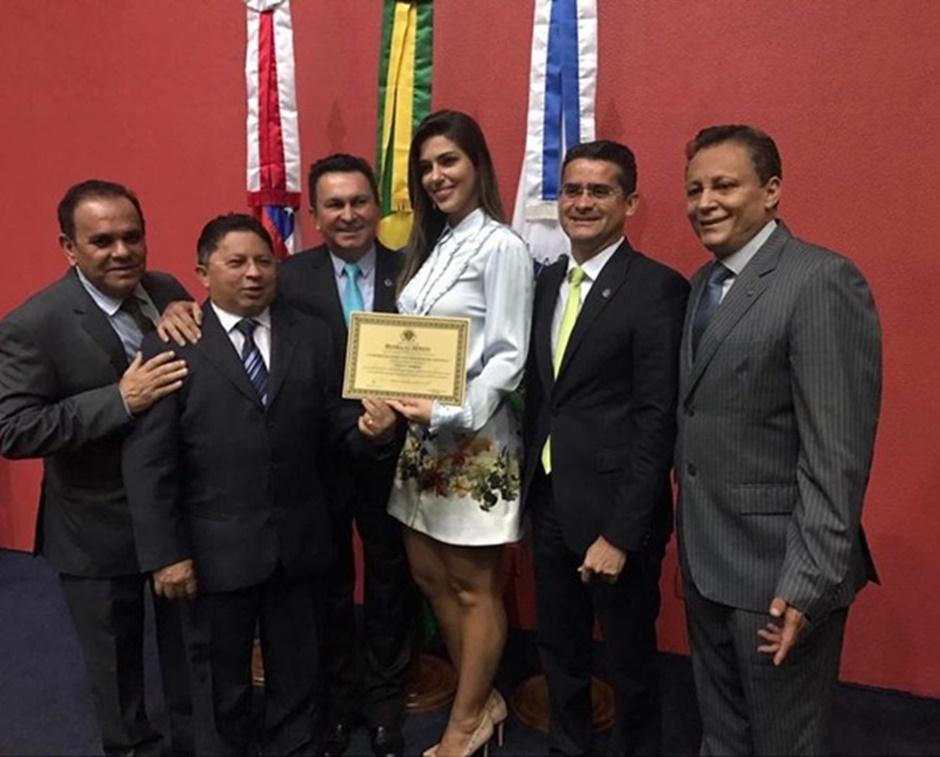 Vivian Amorim, vice-campeã do 'BBB', recebe homenagem da Assembleia Legislativa do Amazonas