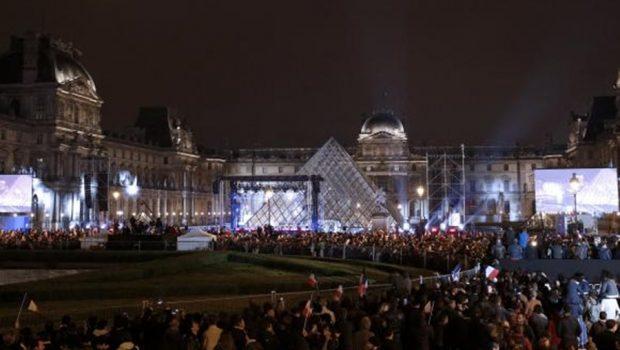 Macron comemora vitória com discurso para milhares de franceses no Louvre