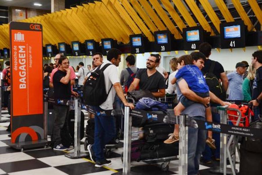 Companhias aéreas não têm data para iniciar cobrança por despacho de bagagem