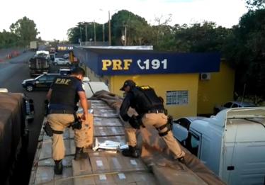 PRF apreende 4.500 caixas de cigarros contrabandeados