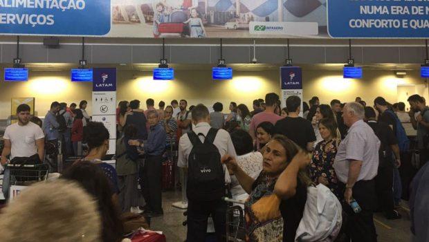 Passageiros de voos da Latam têm embarques cancelados no aeroporto de Goiânia