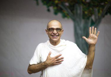 Goiânia e Anápolis recebem peça Gandhi, um Líder Servidor, com João Signorelli
