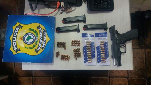 Vigilante penitenciário é preso transportando munições na BR-153