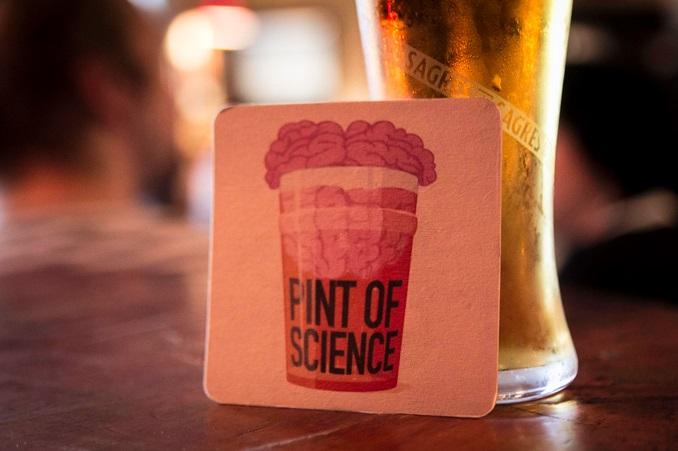 Pint of Science leva cientistas a bares de Goiânia