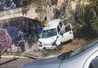 Acidente na Marginal Botafogo deixa uma pessoa ferida