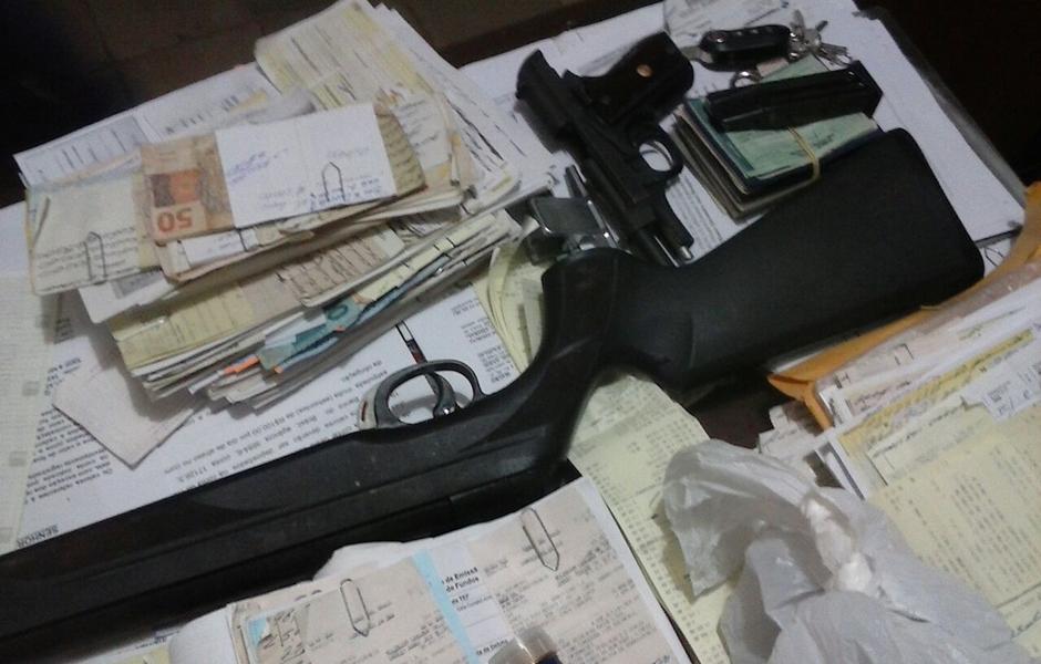 Suspeito de agiotagem é preso com duas pistolas