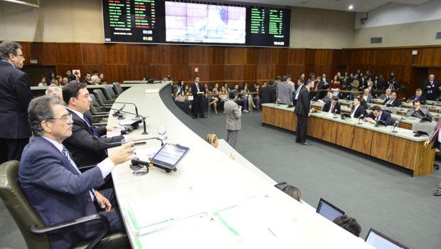 Assembleia aprova pacote de benefícios para professores  em primeira votação