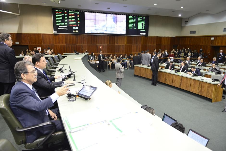 Apenas um deputado estadual desiste de concorrer a reeleição em Goiás