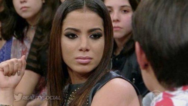 Usuário do Twitter chama Anitta de prostituta e cantora responde