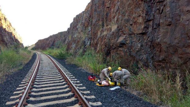 Homem é resgatado por bombeiros após sofrer queda de 20 metros