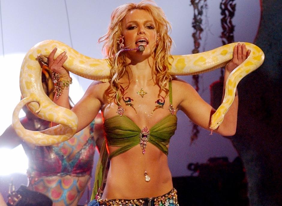 Britney Spears: figurinos oficiais da popstar são leiloados por fã
