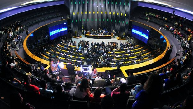 CCJ da Câmara deve discutir nesta terça (13) a PEC das Diretas