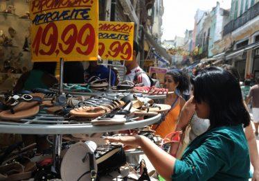 Confiança do comércio cresce 2,7%, com alta em todos os itens