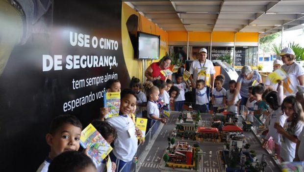Detran-GO promove palestra a jovens na Exposição Agropecuária de Goiânia