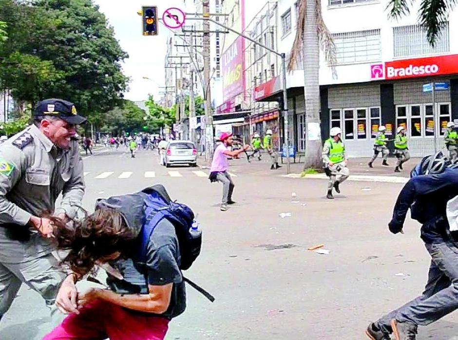 PM que agrediu estudante em Goiânia foi denunciado por outros casos