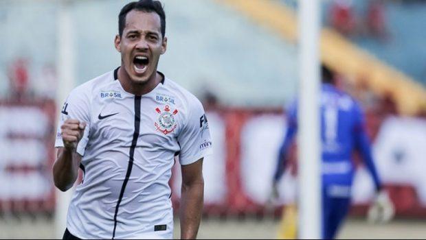 Rodriguinho volta a decidir, Corinthians ganha do Atlético (GO) e vira vice-líder