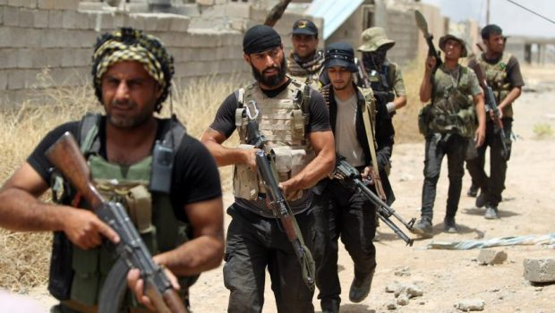 Milícias iraquianas chegam à fronteira da Síria em sua ofensiva contra o EI