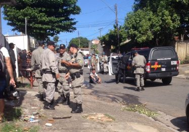 """Dupla é presa ao tentar aplicar golpe do """"pacote de dinheiro"""", em Goiânia"""