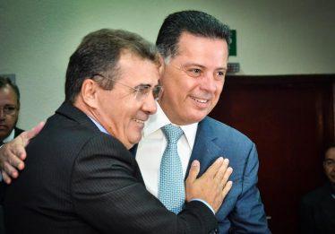 Marconi dá posse a ex-prefeito de Anápolis como secretário extraordinário para a Habitação
