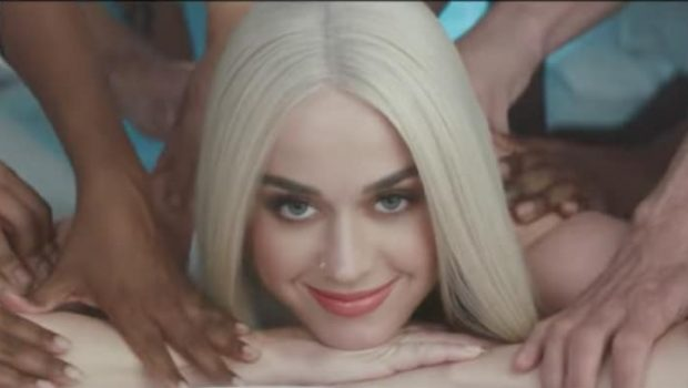 Katy Perry faz uma receita de si mesma no clipe de 'Bon Appétit'