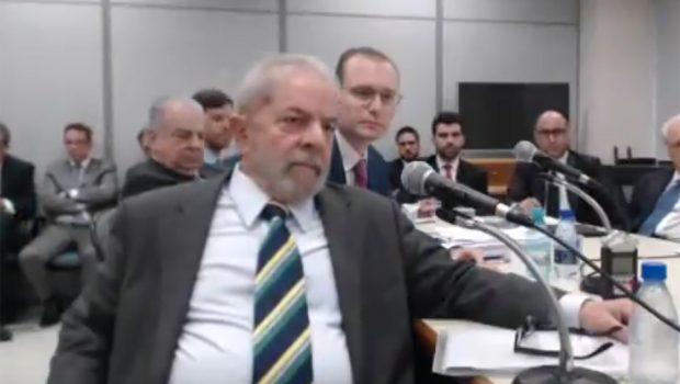 Desembargador mantém bloqueio de bens de Lula