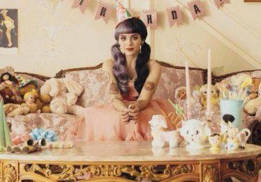 Melanie Martinez afirma que novo disco sairá apenas no segundo semestre