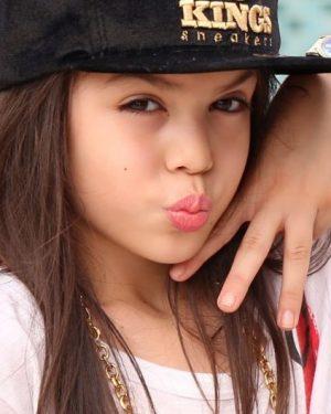 Família de MC Melody muda foco de carreira da cantora após denúncias no Ministério Público