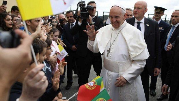 Papa já está em Portugal para participar de centenário em Fátima