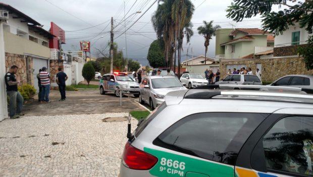 Homem é preso após roubar celular e invadir residência, em Goiânia
