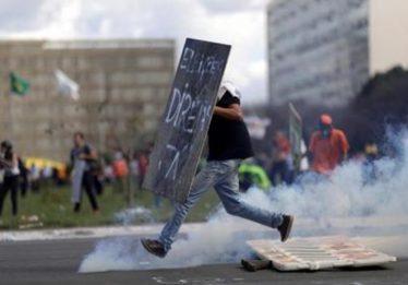 Em Brasília, manifestantes começam a se dispersar