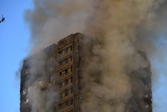 Resultado de imagem para Sobe para 17 o número de mortos em incêndio em Londres