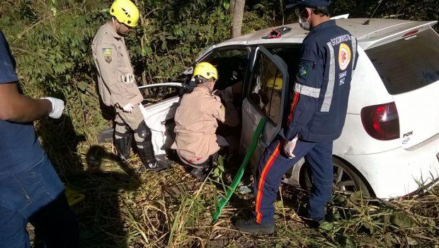 Colisão entre carros e caminhão deixa feridos na BR-153, próximo a Campinorte