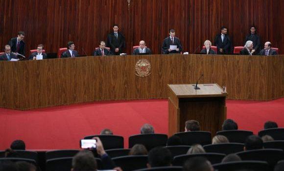 No TSE, advogado de Temer defende manutenção do mandato de presidente