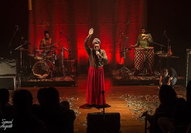 Terra Cabula apresenta seu show Clarão nesta sexta-feira