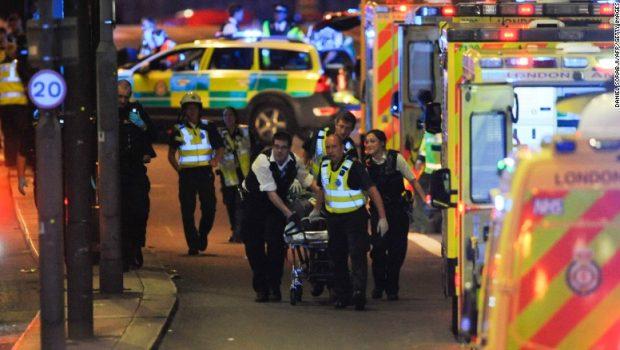 Três terroristas são mortos por polícia britânica e 12 suspeitos são detidos