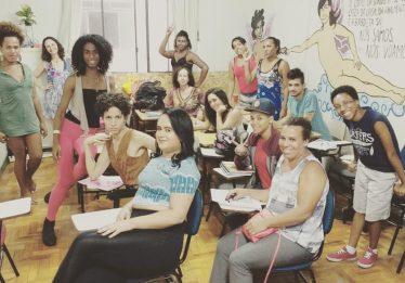 Abrigos LGBT se espalham e reúnem histórias de orgulho e superação