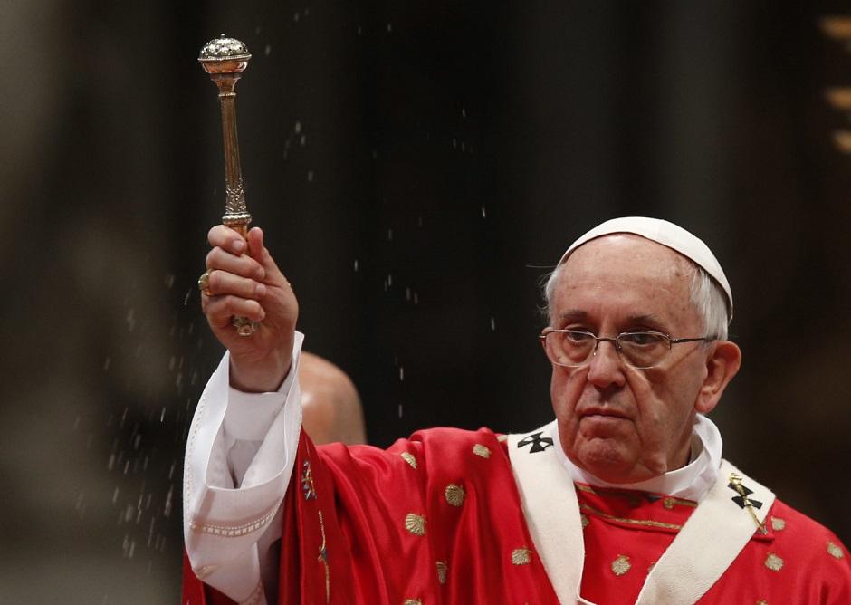 """Papa pede Igreja universal, """"unida na diferença"""", no dia de Pentecostes"""