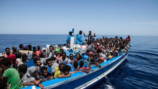 Cerca de 2 mil imigrantes e refugiados são resgatados no Mediterrâneo