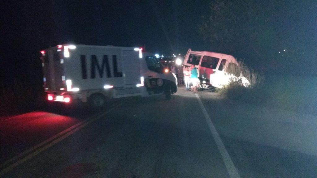 Acidente com van de Itapirapuã deixa três mortos e vários feridos na GO-070