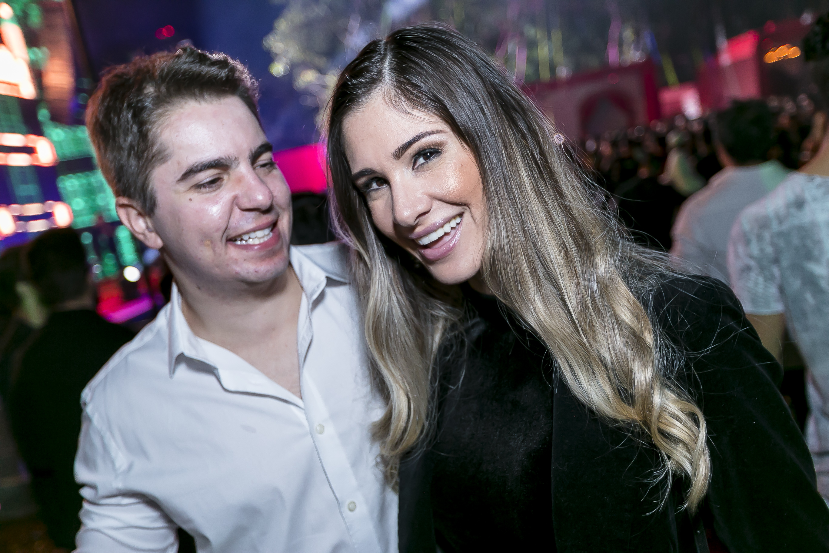 O casal de Djs Rodrigo e Tatiane Junqueira curtiram os maiores nome da cena eletrônica na Festa Euro 2017.