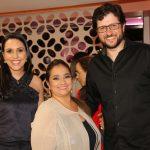 Os empresários Gabriela Ferreira e Fernando Ferreira foram recebidas por Liliane Evangelista, ao centro, na nova Encanti Festas.