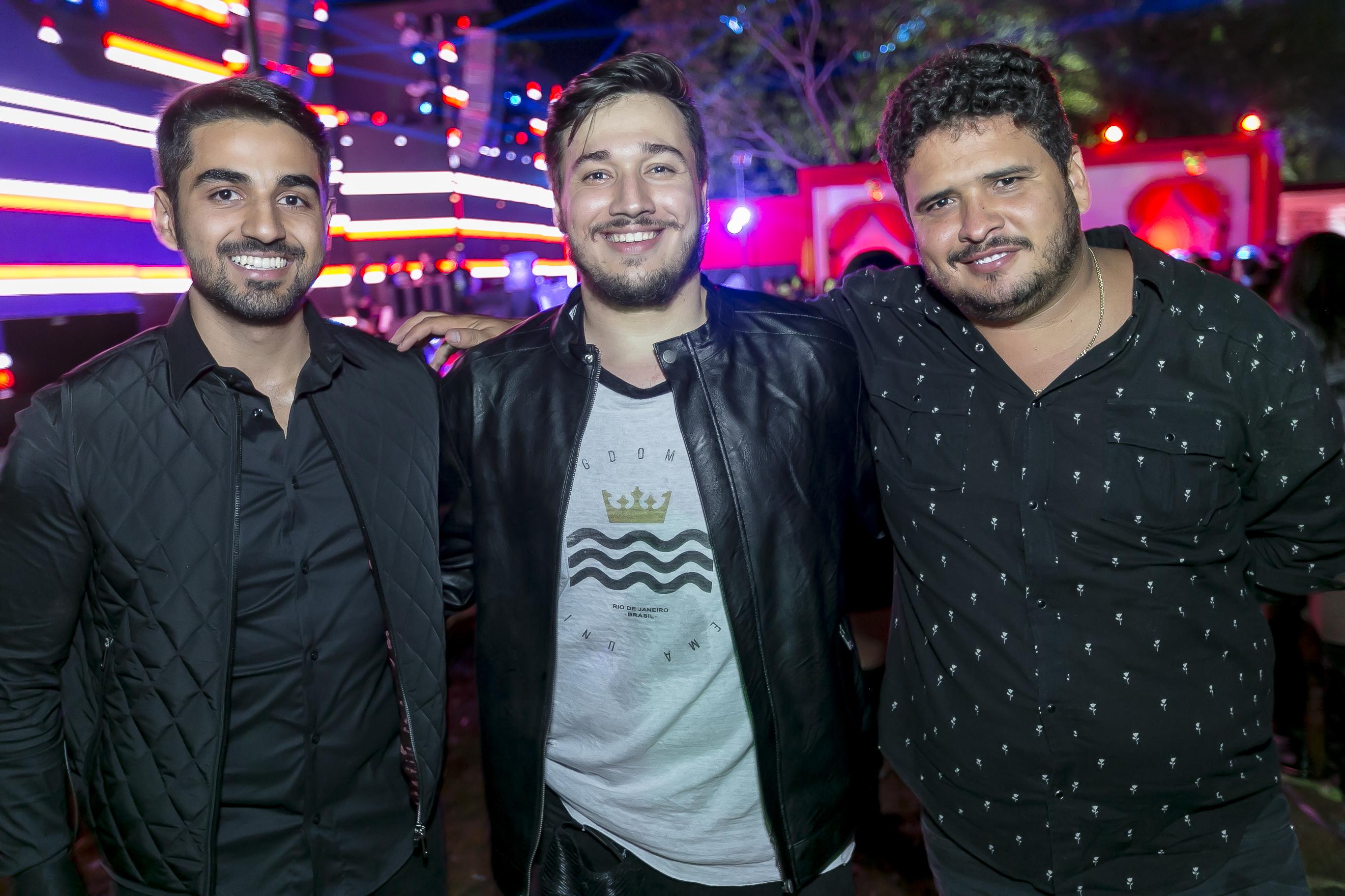 Os organizadores André Oliveira Souza e Vitor Barros receberam o empresário Raphael Eduardo na Festa EURO 2017, dia 3.