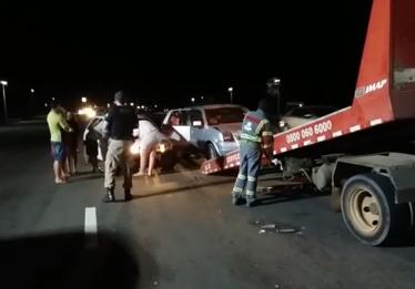 Motorista provoca engavetamento e abandona veículo na BR-060